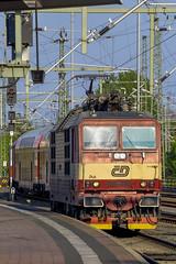 P5050027 2048 (Dirk Buse) Tags: germany de deutschland dresden cd eisenbahn olympus tschechien hauptbahnhof sachsen tele dd hbf 75300 verkehr zuiko deu omd mkii lokomotive lok warten em1 372 baureihe