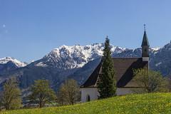 K a p e l l e in Pfronten (Wilma und Andi) Tags: schnee wiese kirche berge alpen frhling pfronten kapelle allgu kirchturm sonnenlicht