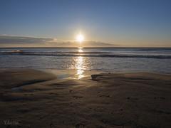 Amanecer mediterraneo. (:) vicky) Tags: sol beach water valencia agua playa arena amanecer olas visionario abigfave vickyepla flickrvicky