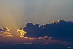 Escndete (:) vicky) Tags: sol valencia canon contraluz atardecer noche v nubes puestadesol vicky comunidadvalenciana vickyepla flickrvicky