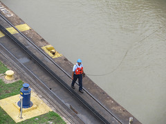 "Canal de Panama: allez, on tire le voilier ! <a style=""margin-left:10px; font-size:0.8em;"" href=""http://www.flickr.com/photos/127723101@N04/27263613561/"" target=""_blank"">@flickr</a>"