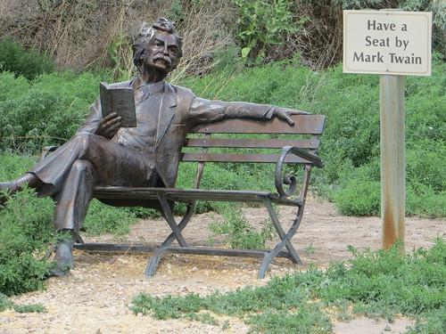 Bronze Mark Twain reading