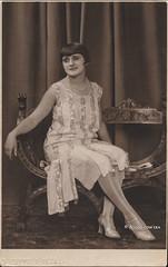 Ascoli com'era: un'elegante signora (1927) (Orarossa) Tags: italy italia marche elegante ascolipiceno signara 2030018