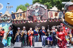 Mucca Pazza #tourdefat2016 (drew*in*chicago) Tags: muccapazza chicago 2016 tourdefat cheerleaders festival beer newbelgium brewing band marching music outdoor logansquare