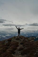 (gaia-) Tags: france trekking lost nuvole ciel cielo colori francia montagna brouillard wander oro grano randonnée viandante montferrer