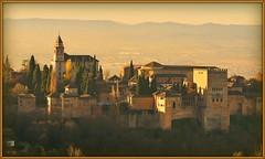 - La Alhambra y los primeros rayos de sol (jose luis naussa ( + 1,6 k w. )) Tags: alhambra granada otoo fabulous monuments itsmylife cromatismo ph216   saariysqualitypictures goldengroup  magicmomentsinyourlifelevel2 canceledgroup
