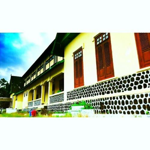 #InstaSize Asi Mbojo, Istana Kesultanan Bima. #tofifoto #exploreBIMA #Etnotourism #WisataBudaya #wisataBIMA #Wisata #WisataAdat #phonegraphy #pariwisata