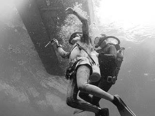 The evil female scuba diver - Shark attack - Dailymotion-Video