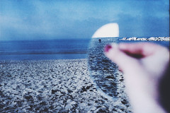(le_vide) Tags: sea mirror hand blu roots yashica