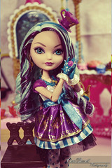 Maddie (Carol Parvati ) Tags: maddie gingerbreadhouse playset sugarcoated everafterhigh madelinehatter daughterofthemadhatter daughterofthecandywitch