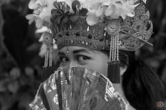Respect the gods (rondeboom) Tags: bali dance danseres indonesia indonesie