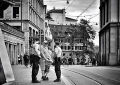 the Police (Thomas8047) Tags: street city people urban bw blancoynegro monochrome schweiz switzerland nikon flickr candid sommer zurich streetphotography police streetscene zrich polizei ch onthestreets zri 2016 stadtansichten schwarzundweiss 175528 stadtzrich streetpix d300s streetzrich streetartstreetlife iamnikon snapseed thomas8047 strassencene zrigrafien hofmanntmecom