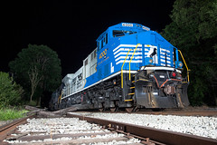 NS 4000 - Harrisonburg, VA (T-3 Photography) Tags: train railroad railfan railway rails locomotive diesel diesellocomotive generalelectric ge rebuild rebuilt blue gray night nighttime flash virginia canon 5dmarkii 1740mm wideangle