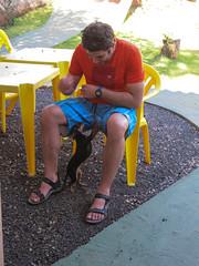 """Foz do Iguaçu: le chien de notre hôte nous a complètement adopté ;) <a style=""""margin-left:10px; font-size:0.8em;"""" href=""""http://www.flickr.com/photos/127723101@N04/29350475250/"""" target=""""_blank"""">@flickr</a>"""