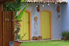casa lilás (jakza - Jaque Zattera) Tags: casa fachada artesanato porta cestas correio