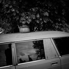 kettle (s_inagaki) Tags: kettle car helsinki finland leaves snap street blackandwhite bnw bw