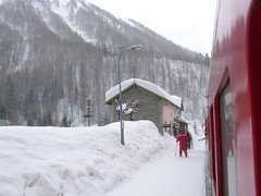 RD284.  Montroc-le-Planet. (Ron Fisher) Tags: snow france rail railway thealps ch narrowgauge frenchalps schmalspurbahn montblancexpress metregauge voieetroite montrocleplanet