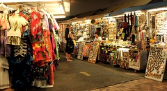 Duke's Marketplace (Prayitno / Thank you for (11 millions +) views) Tags: street beach shopping island hawaii alley place market waikiki oahu duke jewelry lane hi marketplace honolulu cloth bargain hnl ln str souverniers konomark allety clothting dukesmarketplace