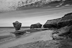 Teapot Rock, Prince Edward Island, Canada (bm^) Tags: ocean park ca city travel sea urban bw white canada black rock zeiss t island nikon zwartwit photos reis prince zee edward national carl and teapot zwart wit parc pei 228 steen distagon rotsen rots 282 zf d700 zf2 nikond700 distagon282zf distagont228