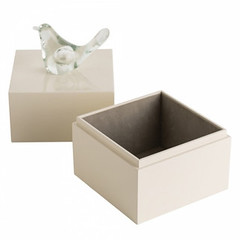 Dove Box (CantoniDesign) Tags: christmas white holiday modern whitechristmas christmasgifts revive cantoni natuzzi holidaygifts whiteporcelain accentpillows holidaygiftideas reviverecliner natuzzirecliner natuzzireclineritalian quiltedrevivechair cantonigiftguide