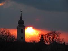 Templom (Barney 7) Tags: light sunset sky cloud sunlight tree church clouds licht sundown religion kirche himmel wolke wolken sonne baum fa templom sonnenlicht