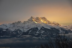 Coucher de soleil sur les Dents du Midi (CH) (Annelise LE BIAN) Tags: sunset mountains sunshine suisse explore damn blanc paysages coucherdesoleil montagnes dentsdumidi leysin coth supershot alittlebeauty coth5 neigeetglace
