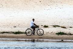 Nas margens do rio (felipe sahd) Tags: bike brasil ciclismo ciclista maranho barreirinhas riopreguias