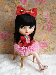 Caramelo (Cossette...) Tags: pink girl set asian ruffles outfit doll dress bow blythe icy petticoat cossette japanesesandals