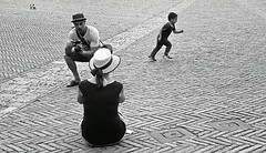 """ The runner "" (pigianca) Tags: bw italy monochrome analog blackwhite trix crop streetphoto siena 40mm piazzadelcampo urbanphoto leicam6 ilcampo candidportrait 800iso summicronc"