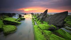 Y POR QU BARRIKA? (II) (Obikani) Tags: longexposure sunset sea seascape green composition landscape rocks colorfull peaceful line diagonal bizkaia euskadi basquecountry barrika canonikos