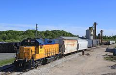 Spotting Cal Chlor (GLC 392) Tags: 2005 railroad trees cars mi train michigan rail railway cal hopper marquette ludington emd gp382 2041 chlor mqt