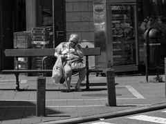 La minute de repos - The minut of rest (p.franche) Tags: brussels urban blackandwhite woman blanco monochrome bench europe belgium belgique noiretblanc femme negro snapshot bruxelles cellular panasonic smartphone dxo rest brussel zwart wit hdr banc repos streetshot  belge schwarzweis mustavalkoinen inbiancoenero svartochvitt flickrelite  bestofbw fz200  pascalfranche pfranche skancheli   bestofbwbruxelles