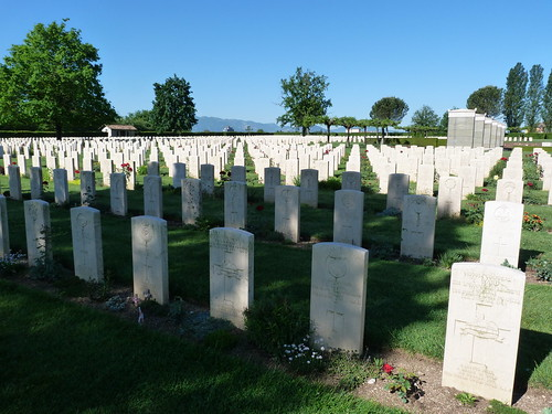 Monte Cassino - the Commonwealth War Cemetery (3)