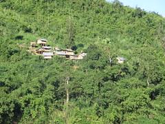 """Villages sur pilotis dans la montagne <a style=""""margin-left:10px; font-size:0.8em;"""" href=""""http://www.flickr.com/photos/83080376@N03/15672491319/"""" target=""""_blank"""">@flickr</a>"""