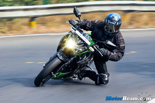 2015-Kawasaki-Z250-16