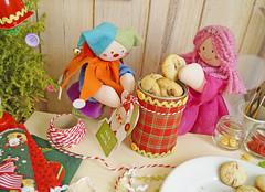 Coloque os biscoitos na lata e amarre um barbante com uma gift tag nomeando o presenteado! (Ateliê Bonifrati) Tags: christmas cute natal diy cookie craft tutorial pap receitas passoapasso bonifrati biscoitosdenatal craftchristmas