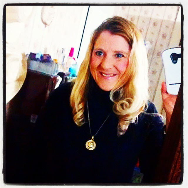 I am NOT a big fan of selfies ! I am trying on clothes for my New Years Eve date tomorrow night !! 👏👏👏  🌟🌟🌟👍 #selfie  #goldenclicks  #visual_spotlight #nuc_member #fypminimac #ig_great_shots #blueeyes #inspire