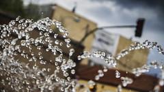 Pearls (52weeks2016#18 - Spalsh) (ponzoosa) Tags: water fountain girl agua aqua pearls splash underworld weeks 52 chorro perlas alcal 52weeks