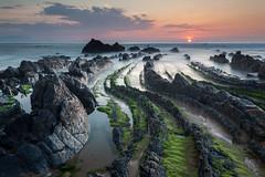 Barrika, aspaldiko! (Andoni Lamborena) Tags: sunset seascape beach canon atardecer playa bizkaia rocas haida barrika iluntze paisajemarino 5d2 haidareverse haidainverso