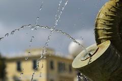cielo grigio anche oggi !! (102 RENATO) Tags: acqua fontana sestrilevante zampillo giardinipubblici nikond750 renatopizzutti