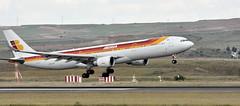 Iberia A330 landing (kabezuki) Tags: madrid espaa airport spain nikon airplanes airbus mad tamron aeropuerto spotting iberia aviones tamron70300 d5200