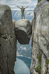Kjeragbolten (Jose Cantorna) Tags: roca kjeragbolten noruega norway fiordo lysefjorden paisaje nikon d610 cantorna