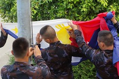 Folding the Flag (rewer_pi21) Tags: teampilipinas philippineflag soul country nation flag thisstandsout pinoyphotographer