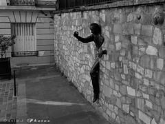 IMG_5928 (Distagon12) Tags: paris montmartre tourisme sonya7r summilux50asph leicasummilux50 daylight portrait city street photo