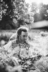 DeDiStaPa (Fournes) Tags: nikon nikond3000 35mm portrait bnw blacknwhite dreads dreadhead bass outdoor stadtpark sachsenanhalt magdeburg play