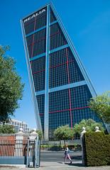 Torres Kio, Madrid (jacqueline.poggi) Tags: espagne españa johnburgee madrid philipjohnson spain torreskio architect architecte architecture architecturecontemporaine arquitectura contemporaryarchitecture