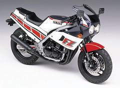 Yamaha FZ400R