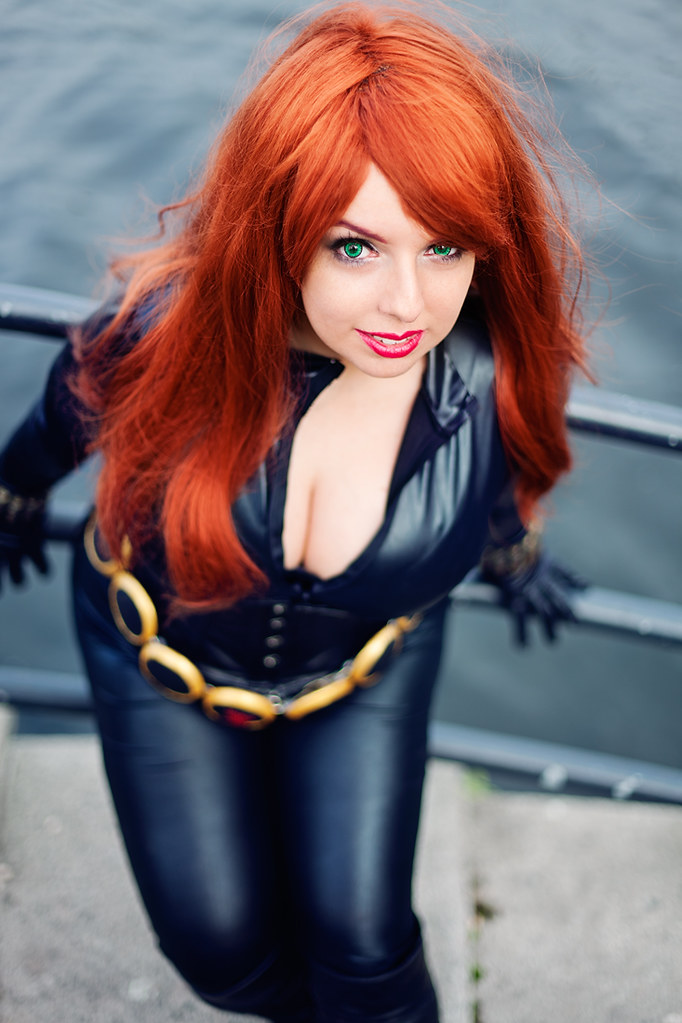 Sexy black widow ass