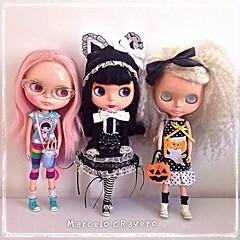 Meninas chegando em casa do After-hours do Halloween. Gals coming home from Halloween's After-hours. 👻👻👻 #trickortreat #halloween #samhaim #toyartistry #blythe #cravero