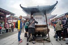 around Senso-ji (kuuan) Tags: japan temple sensoji tokyo mf manualfocus incense voigtlnder kannon heliar superwideheliar aspherical voigtlnder15mm f4515mm voigtlnderheliarf4515mm